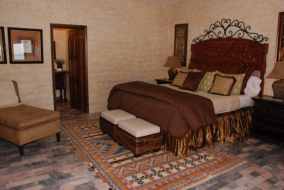 Bedroom with large comfortor and headboards